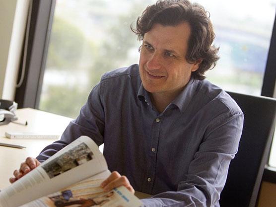 Entrevista a Alberto De Luca en La Vanguardia